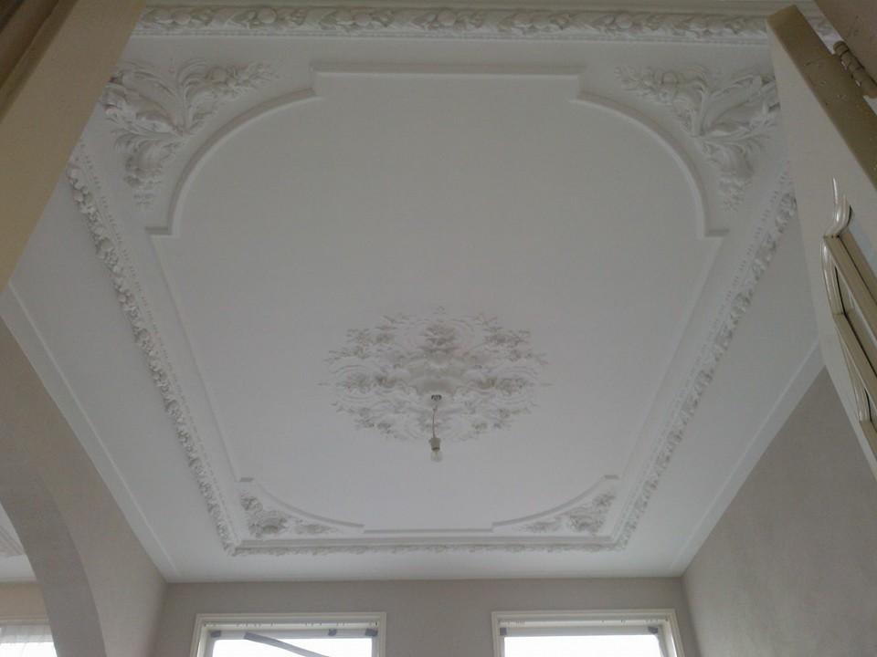 Sierlijsten en ornamenten stucadoorsbedrijf van loon for Plafond sierlijst